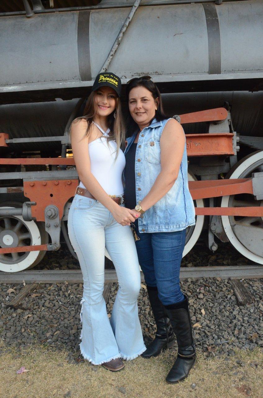 Maria Eduarda e sua mãe Adriana: unidas por um sonho