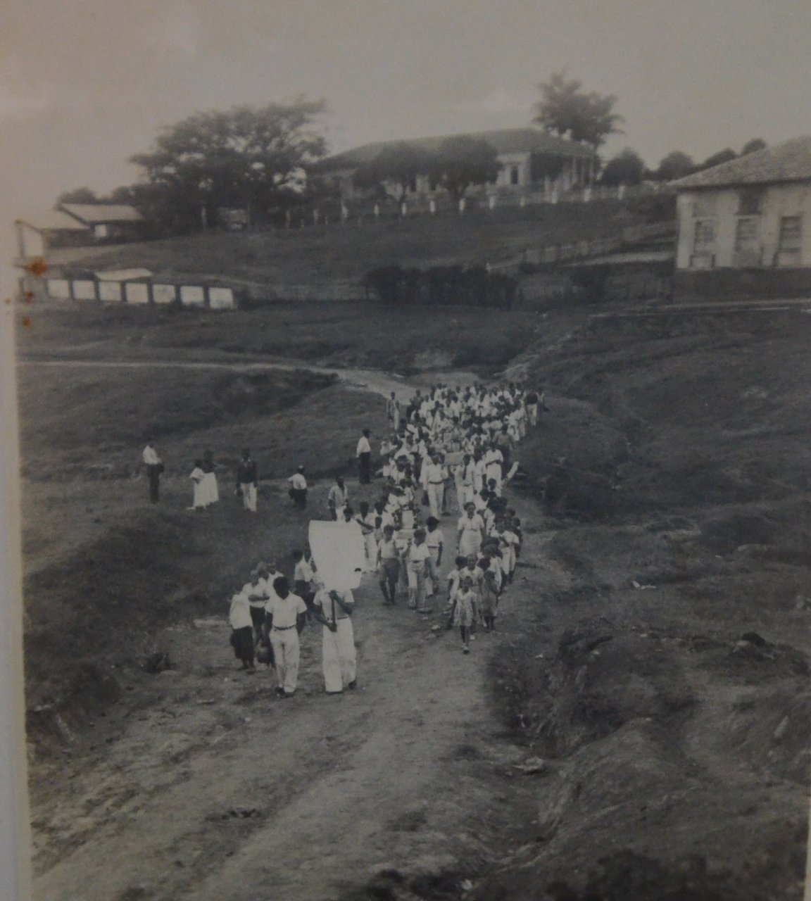 Na Fazenda Capim Fino de propriedade da família aconteciam as procissões, em tempo de seca, pedindo chuva, na década de 30