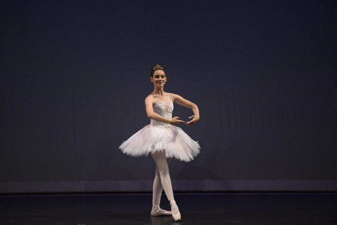 """Giovana conquista bolsa de estudos no solo de Ballet """"Bodas de Aurora""""."""