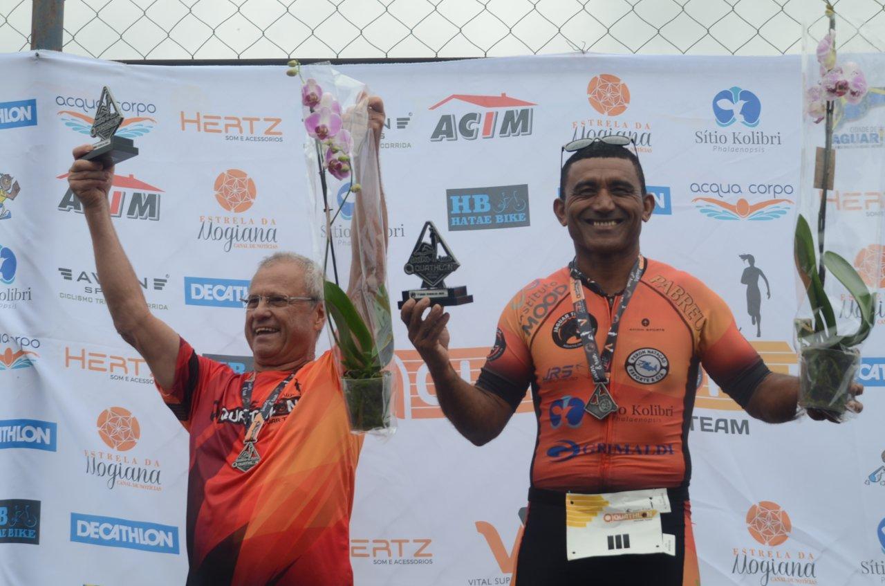 Comemoração dos atletas de Jaguariúna no pódio