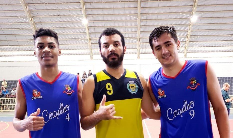 Vitor (no centro) foi jogador destaque na rodada pelo Sub 21