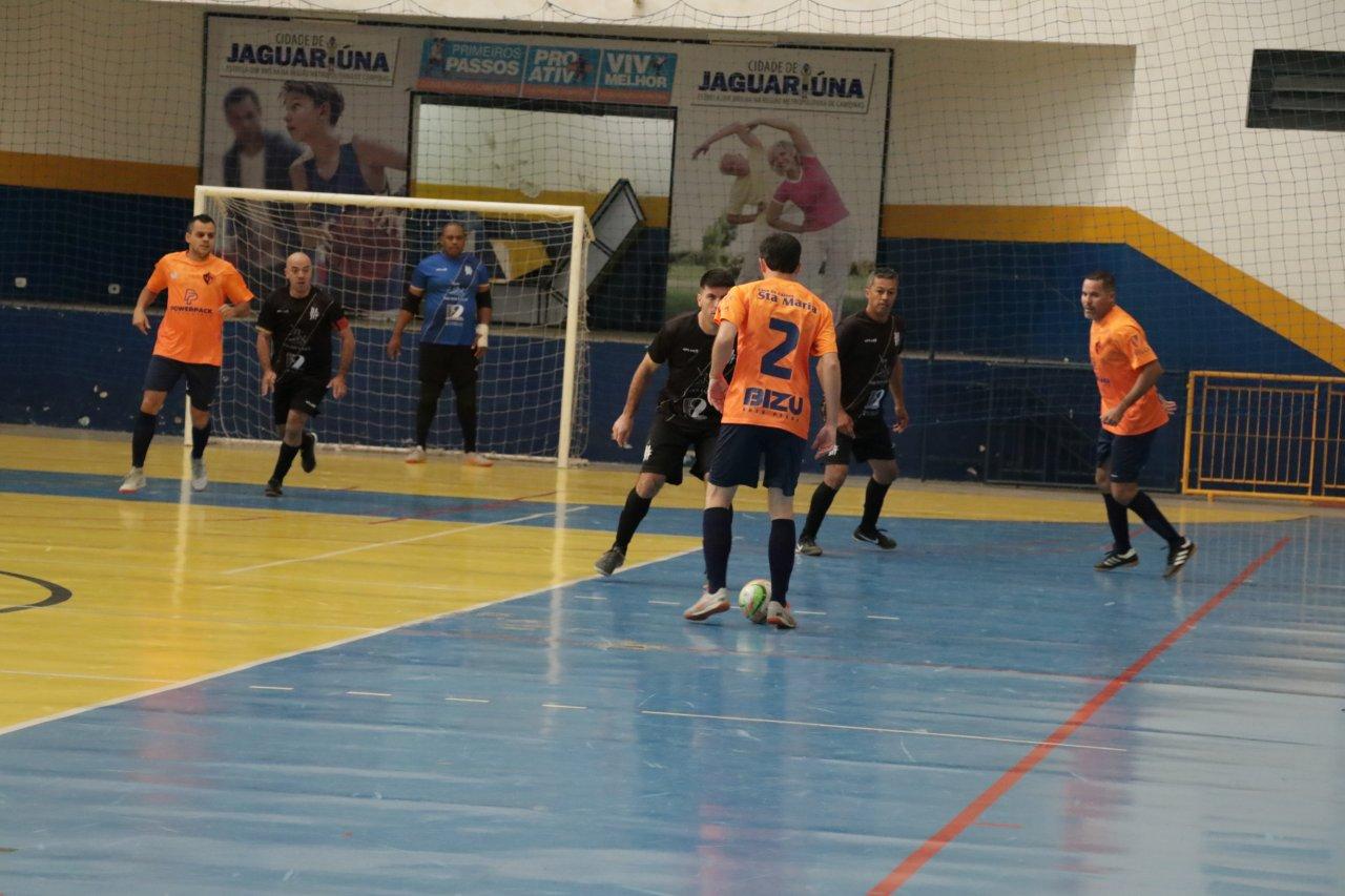 Times disputam as finais do campeonato no ginásio Azulão