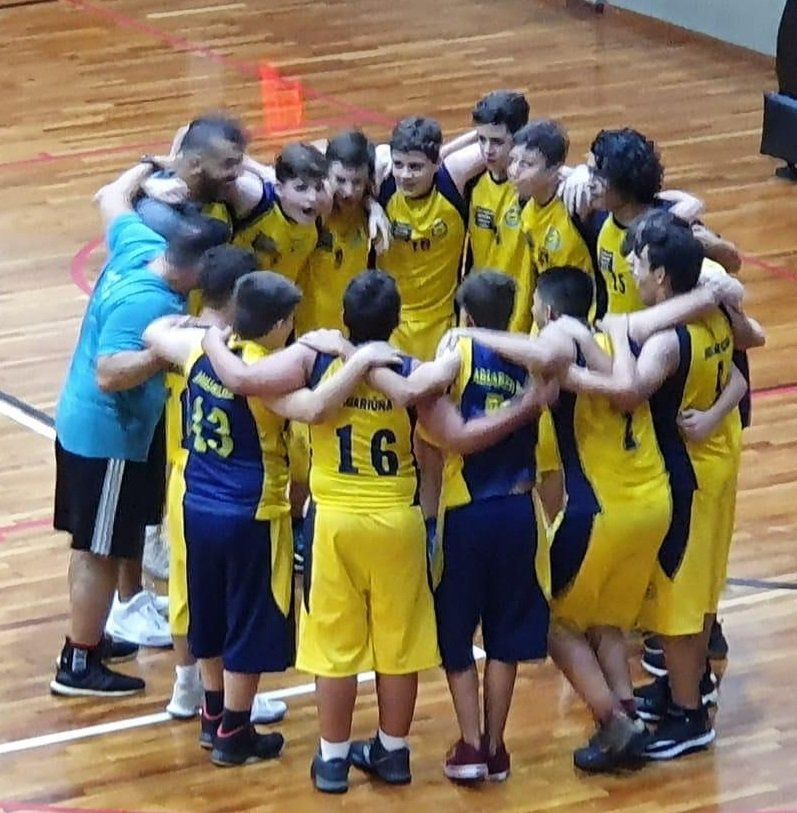 Momento de união entre a equipe durante a final