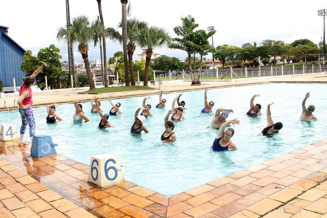 Aulas acontecem na piscina do Centro de Lazer do Trabalhador (Foto de Ivair Oliveira)