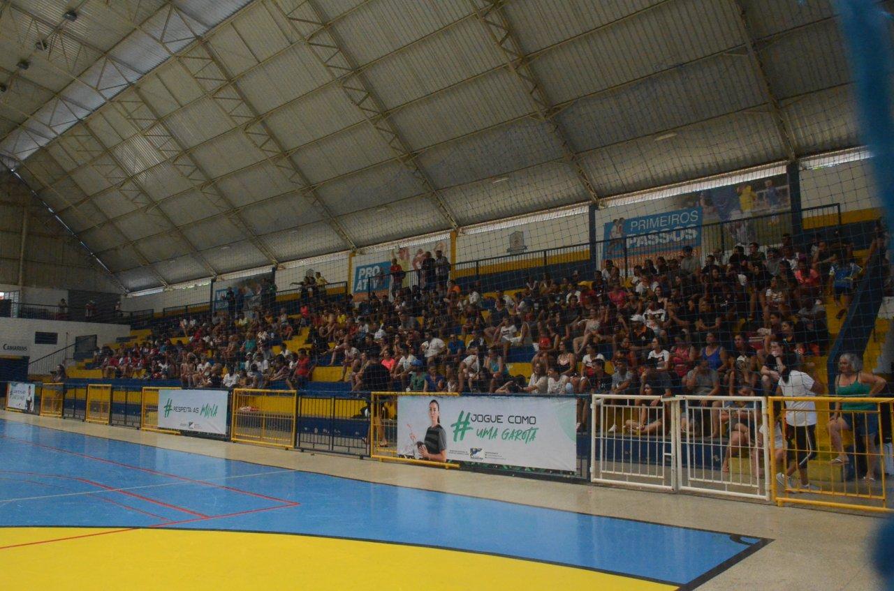 Torcedores compareceram e fizeram a festa do futsal feminino em Jaguariúna