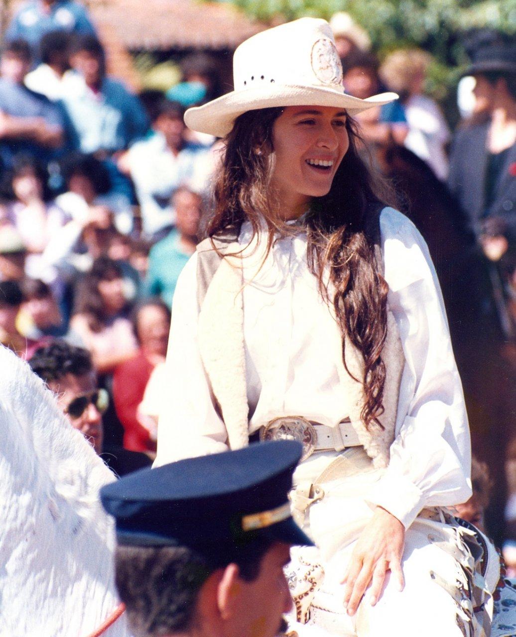 Ingra Liberato, que interpretava Ana Raio, mostrou muita simpatia no desfile que aconteceu no Centro Cultural
