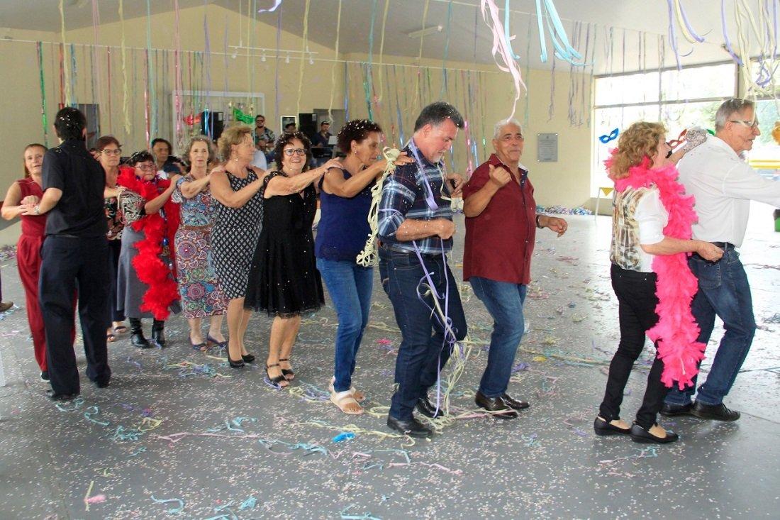 Baile animou o público da terceira idade (Foto Ivair Oliveira)