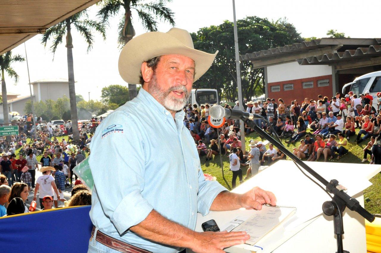 Lebrão sendo registrado com uma foto durante uma das Cavalarias Antoniana de Jaguariúna