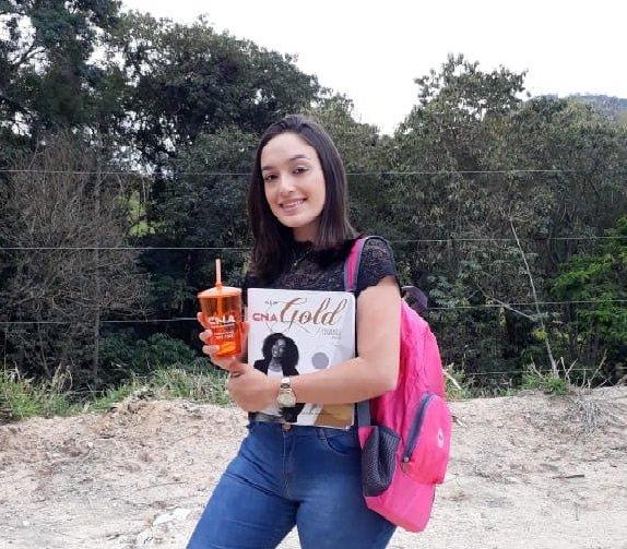 Jenifer Kelly Rosa de Lima de Serra Negra, cursa inglês há três anos no CNA