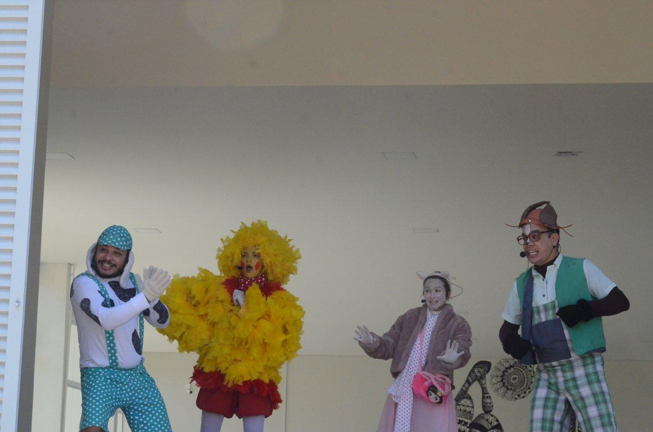 Peça foi encenada na manhã de domingo no novo espaço voltado para a cultura