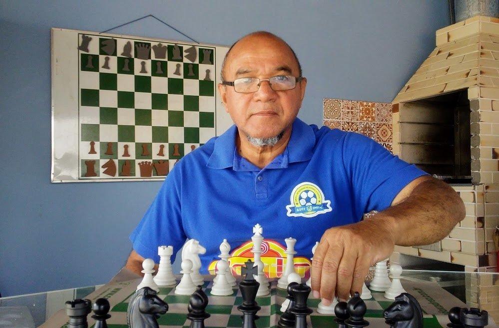 Adinã Leme se dedica ao ensino do Xadrez há cerca de 40 anos