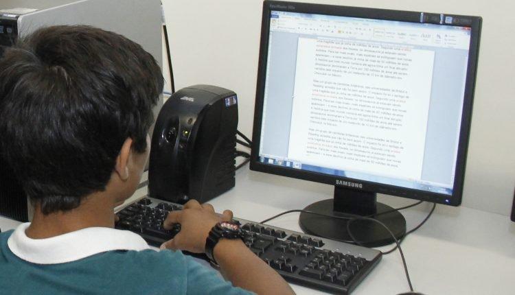 Alunos retomam as aulas on-line (foto Ivair Oliveira)