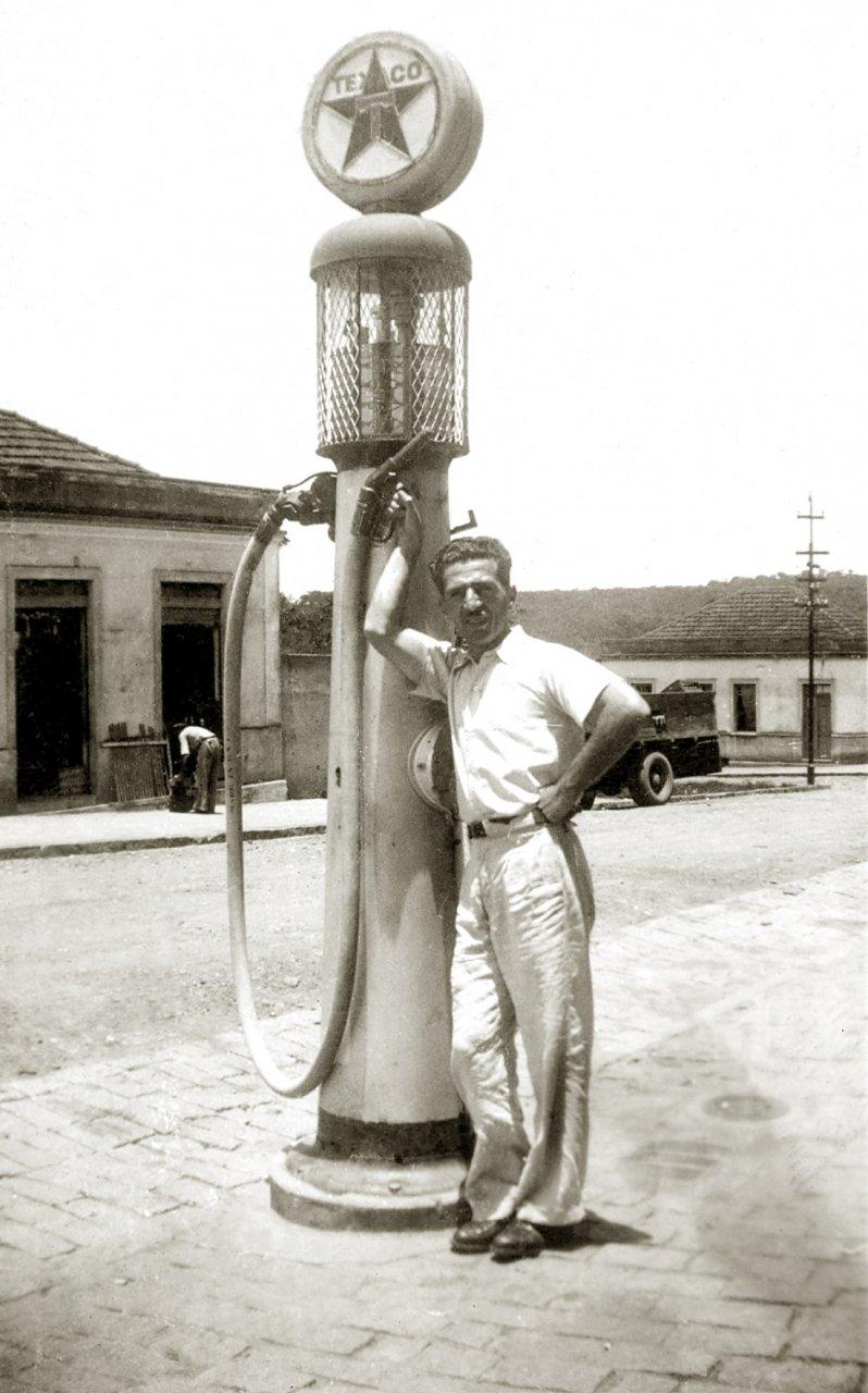 Bomba de gasolina de propriedade da família Rizzoni (Acervo Casa da Memória Padre Gomes)