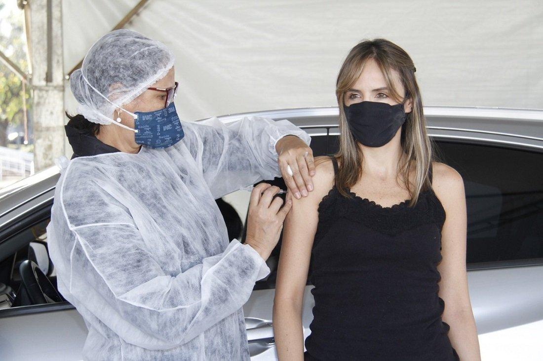 Vacinação acontece até às 19h desta quinta-feira (Foto Ivair Oliveira)