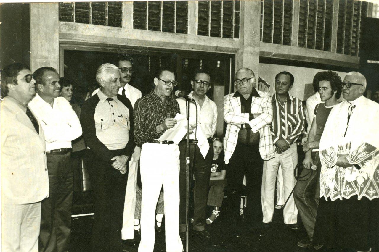 O gerente Arlindo durante discurso na inauguração do prédio próprio da Caixa na década de 70