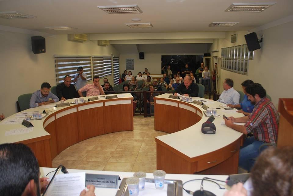 Vereadores realizaram sessão extraordinária nesta sexta-feira à tarde