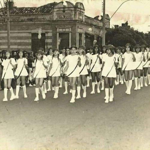 Elza Aparecida se recorda com emoção do tempo quando desfilou representando as escolas Amâncio Bueno e Celso Henrique Tozzi (Foto Casa da Memória Padre Gomes)