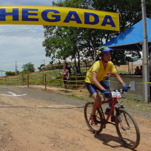 Manoel cruzou a linha de chegada em primeiro lugar na categoria júnior (Foto Gislaine Mathias)