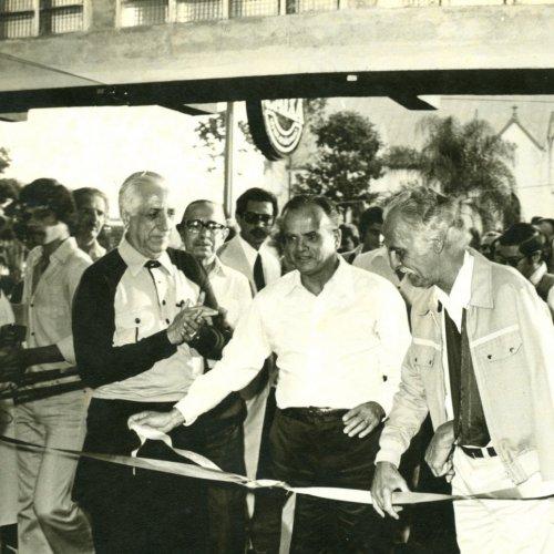 Prefeito na época, Francisco Xavier Santiago e demais autoridades durante a inauguração (Acervo pessoal)