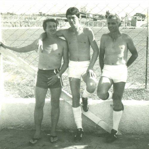 No meio o outro filho do seu Arlindo, Bene, do lado esquerdo, tenente Inácio e do lado direito, Badela (Acervo pessoal)